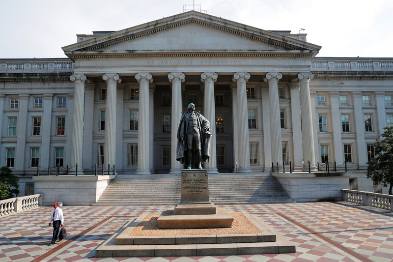© Reuters. A man walks away from the U.S Treasury Department in Washington