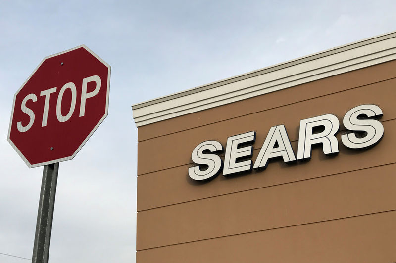 © Reuters. FILE PHOTO: A Sears department store is seen in New Hyde Park, New York