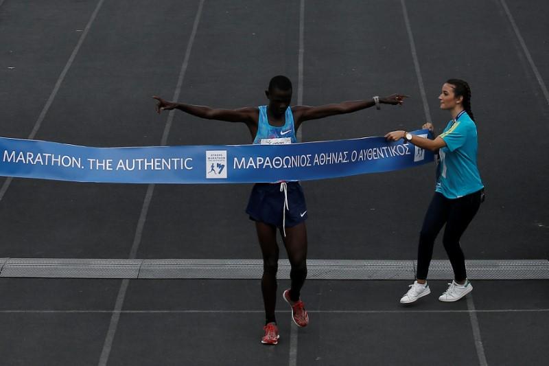 © Reuters. FILE PHOTO - Athletics - Athens Marathon