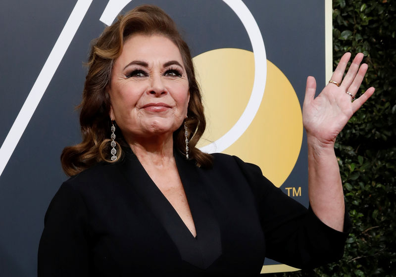 © Reuters. FILE PHOTO: Actress Roseanne Barr waves on her arrival to the 75th Golden Globe Awards in Beverly Hills