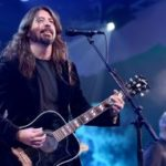Watch Dave Grohl invite a blind child on stage to play his guitar during Foo Fighters gig