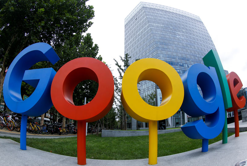 © Reuters. The brand logo of Alphabet Inc's Google is seen outside its office in Beijing