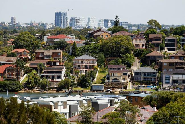 © Bloomberg. Houses stand in Sydney, Australia, on Wednesday, Feb. 17, 2016. Photographer: Brendon Thorne/