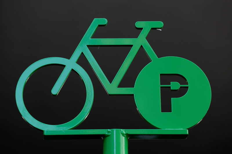 © Reuters. FILE PHOTO - A sign marking a parking place for bicycles is seen in Strasbourg