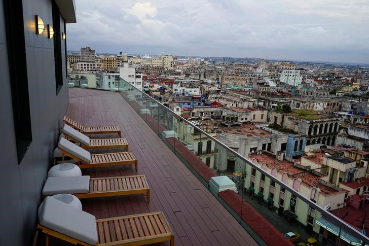 © Reuters. A view of a closed area at the rooftop of a recently renovated Belle Epoque shopping mall housing the Gran Hotel Manzana in the top floors and luxury stores on the ground floor in Havana