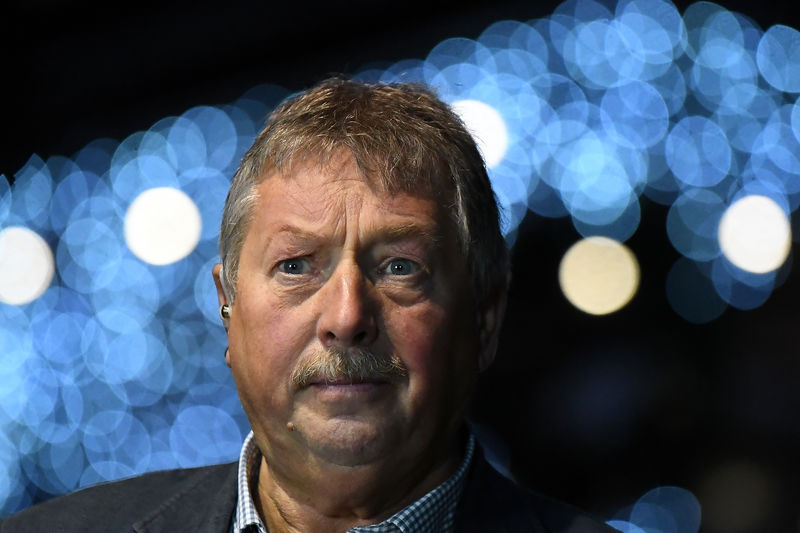© Reuters. FILE PHOTO: Democratic Unionist Party (DUP) Brexit spokesman Sammy Wilson MP speaks to media after the DUP annual party conference in Belfast