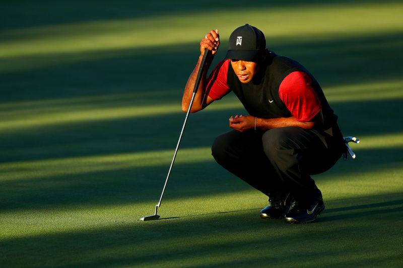 © Reuters. FILE PHOTO: PGA: The Match: Tiger vs. Phil