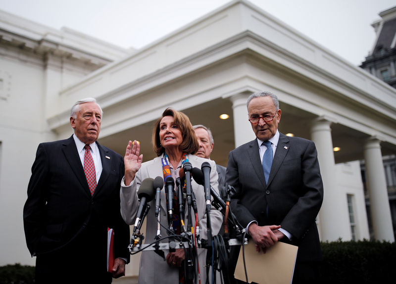 © Reuters. House Democratic leader Pelosi speaks with fellow Democratic leaders after border security briefing at the White House in Washington