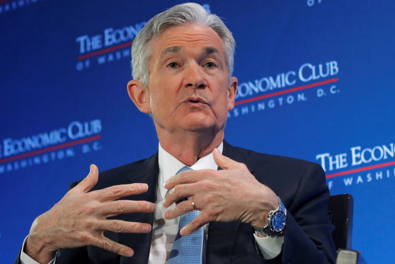 © Reuters. U.S. Federal Reserve Board Chairman Powell participates in a discussion in Washington