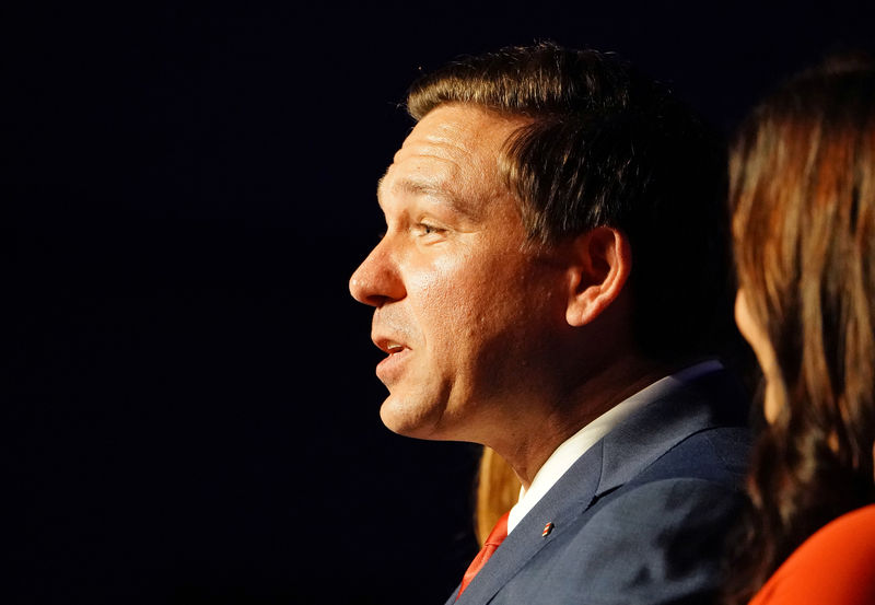 © Reuters. FILE PHOTO: Republican gubernatorial candidate Ron DeSantis speaks at his midterm election night party in Orlando