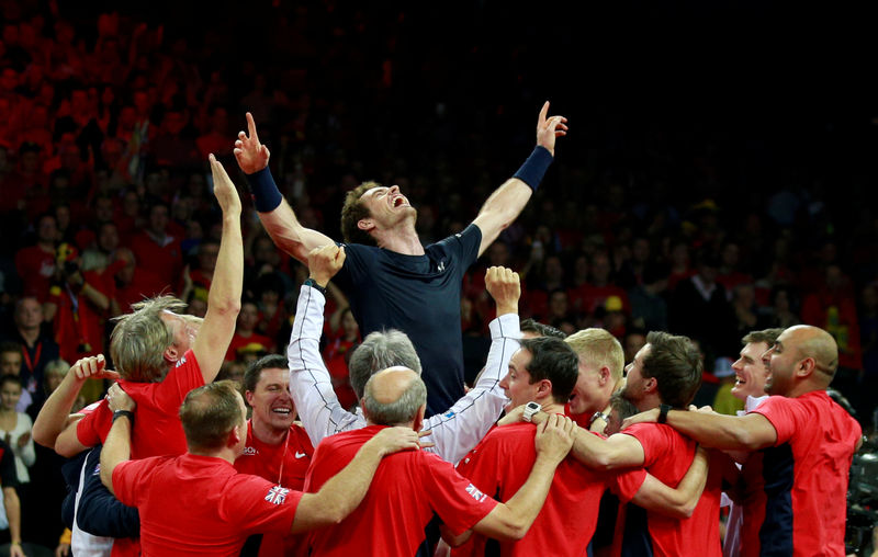 © Reuters. FILE PHOTO: Britain's Andy Murray celebrates with team mates after beating Belgium's David Goffin to win the Davis Cup at Flanders Expo, Ghent, Belgium - 29/11/15