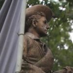 As UNC chancellor says she'll resign, she OKs the removal of the remains of 'Silent Sam' statue – CNN