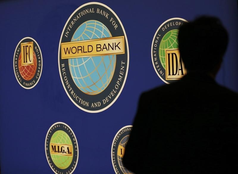 © Reuters. World Bank Cuts Global Growth Outlook as Trade Expansion Falters
