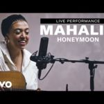 "Mahalia – ""Honeymoon"" Live Performance 