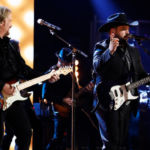 Travis Tritt Performs On 'The Voice' Finale Just 3 Days After Being Involved In Fatal Car Crash