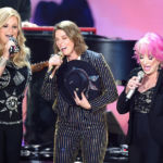 Tanya Tucker & Brandi Carlile Belt Out 'Delta Dawn' In Powerful All-Girl Performance At CMT Awards