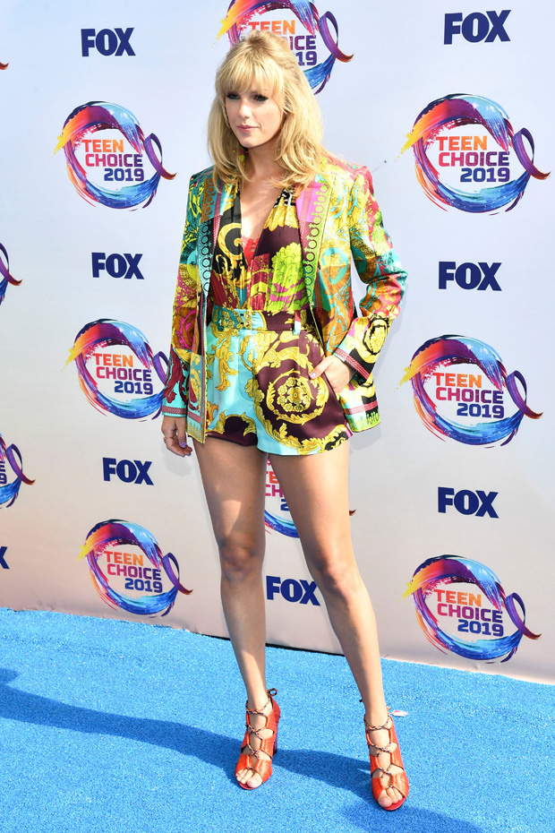 Taylor Swift Is Vibrant In Rainbow Outfit At Teen Choice Awards 2019 Pics E Radio Usa
