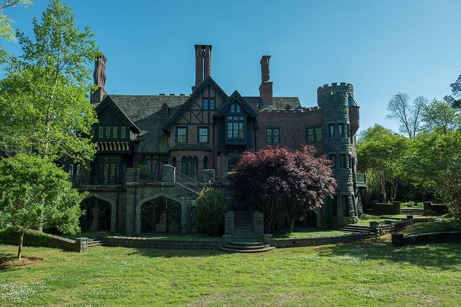 The Haunting Of Bly Manor Has A Cast That Haunting Of Hill House Fans Are Going To Love E Radio Usa