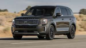 a car parked in a parking lot: 2020 Kia Telluride 7