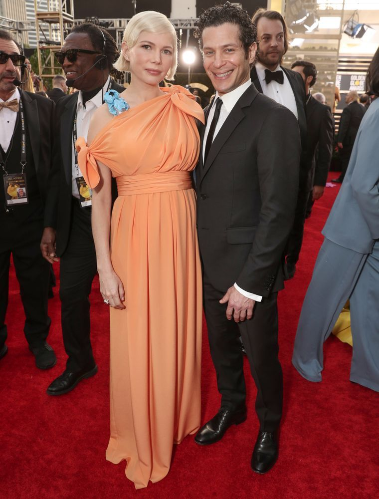 Pregnant Michelle Williams Keeps Baby Bump Under Wraps At Golden Globes With Fiance Thomas Kail E Radio Usa