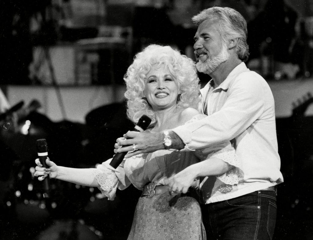 Dolly Parton Remembers Kenny Rogers: 'I Loved Kenny With ...